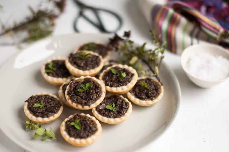 Mushroom tarts eat little bird for Vegetarian canape ideas