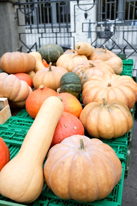 {Pumpkins at the Bürkliplatz farmers' markets in Zurich}