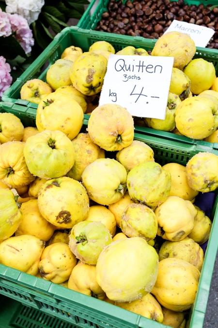 {Quinces at the Bürkliplatz farmers' markets in Zurich}