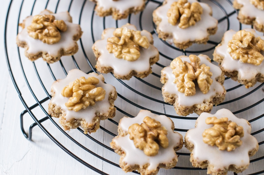 swiss walnut christmas cookies baumnuss guetzli