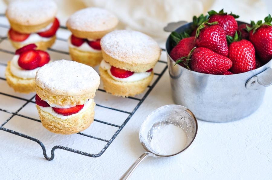 strawberry shortcake cakes with fresh strawberries