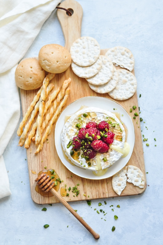 baked camembert honey raspberries with crushed pistachios