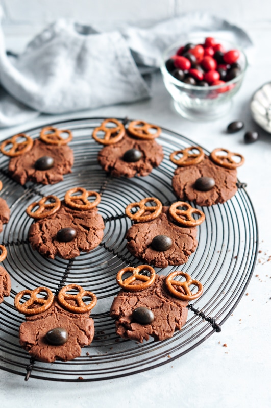 reindeer cookies on round wire rack