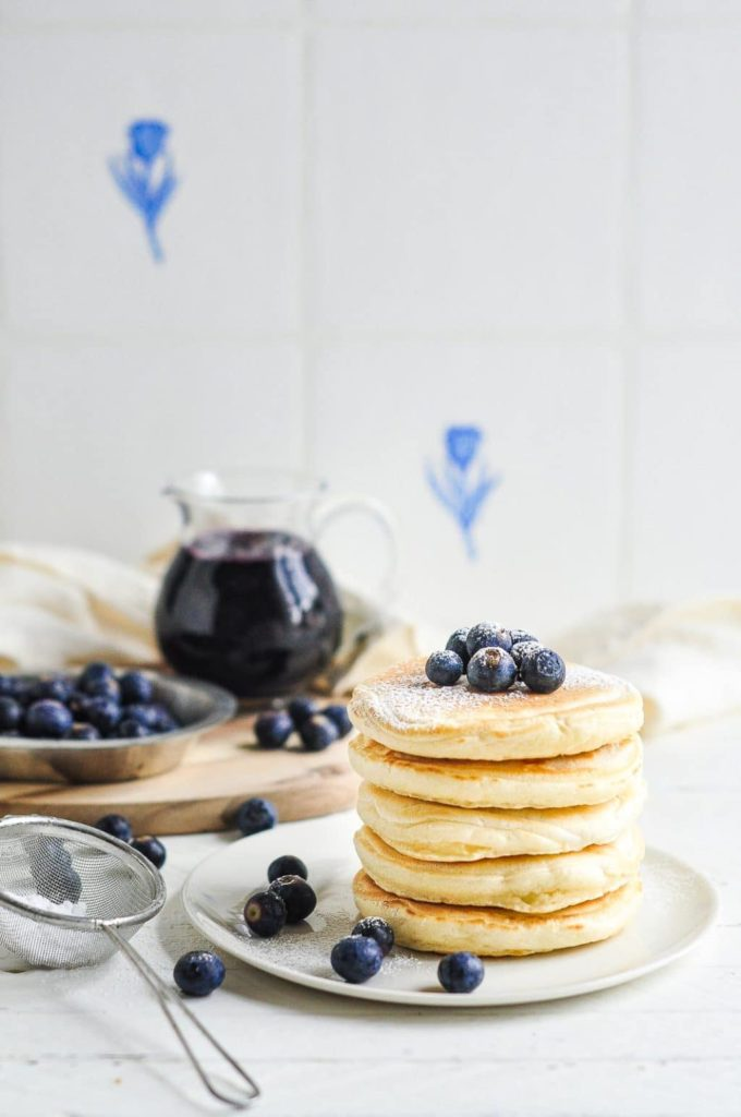 easy fluffy pancakes with icing sugar