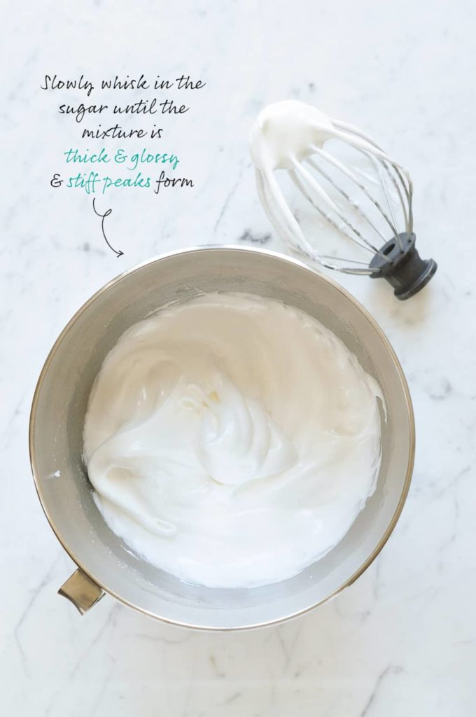 How to make pavlova. Pavlova stiff peaks.