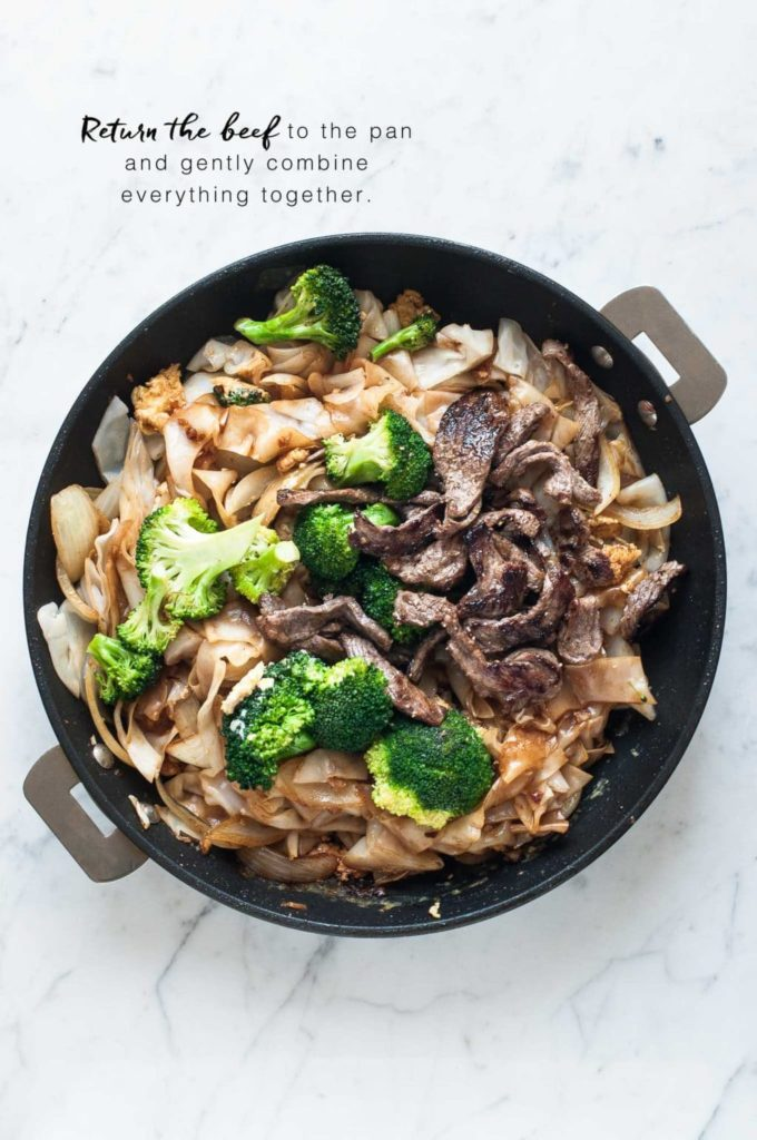 how to make pad see ew, non-stick pan with noodles, broccoli and beef